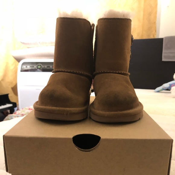 3f68a45f83e Toddler Ugg boots - Size 7 -Used
